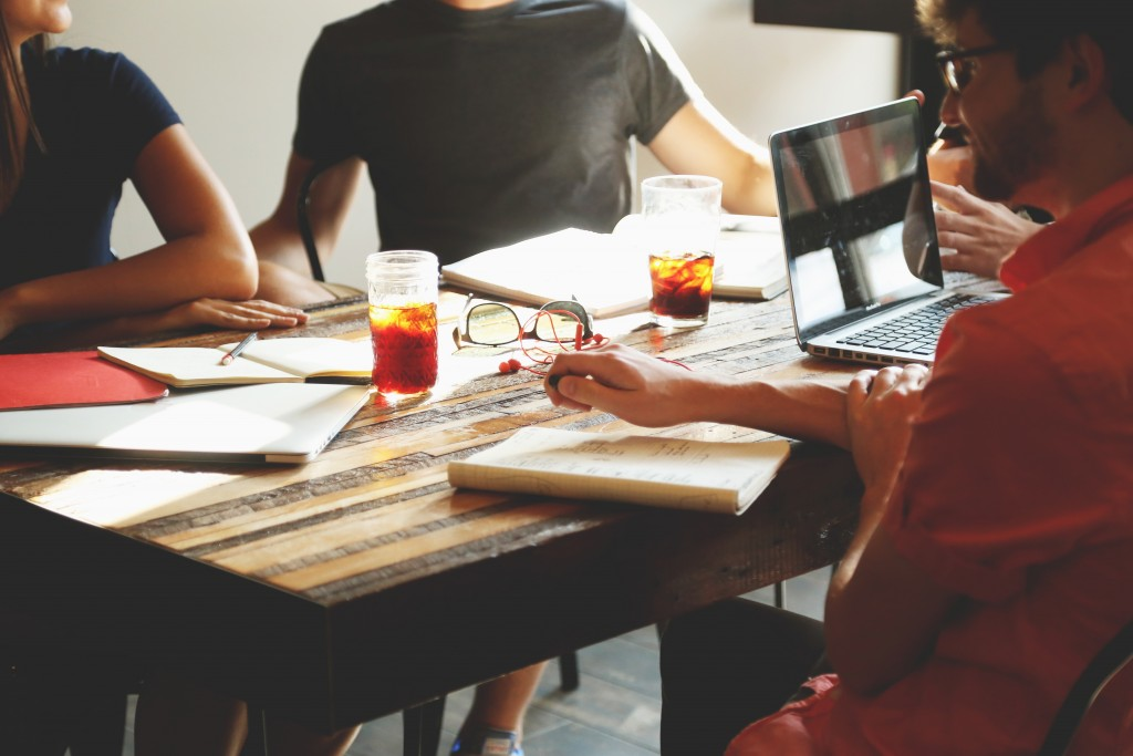 8 Unnatural Sales Habits to Help You Close More Deals - www.kandidate.com